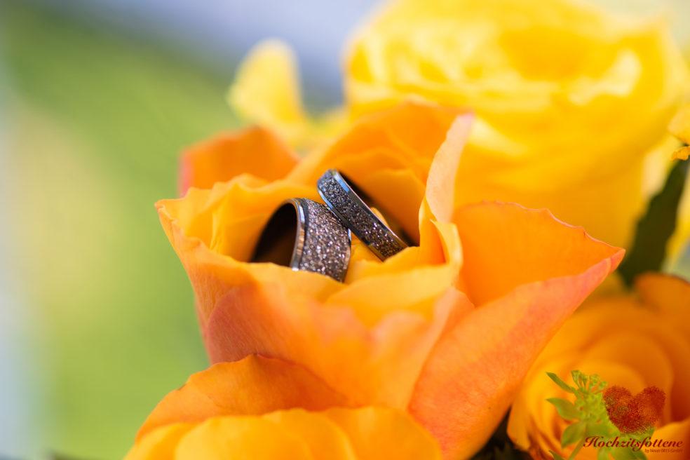 Eheringe im Brautstrauss