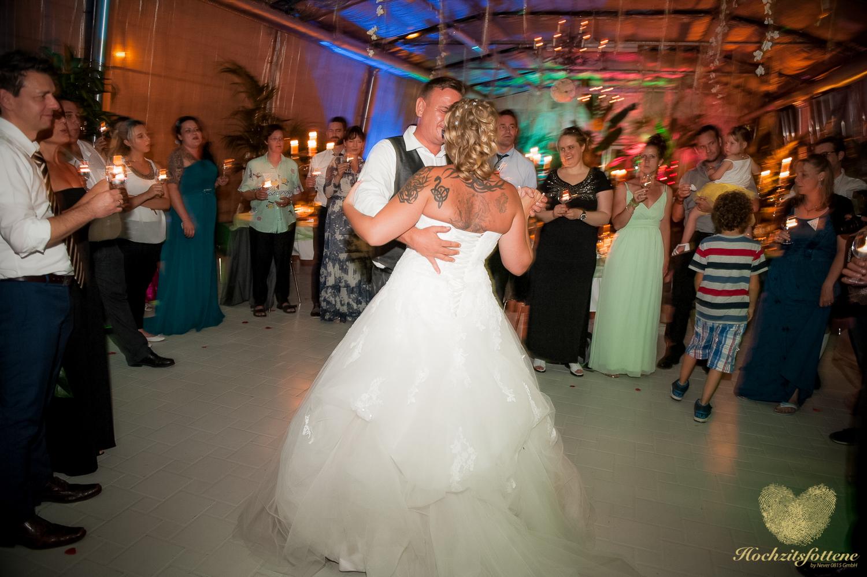 Brauttanz mit allen Gäste im Kreis ringsum